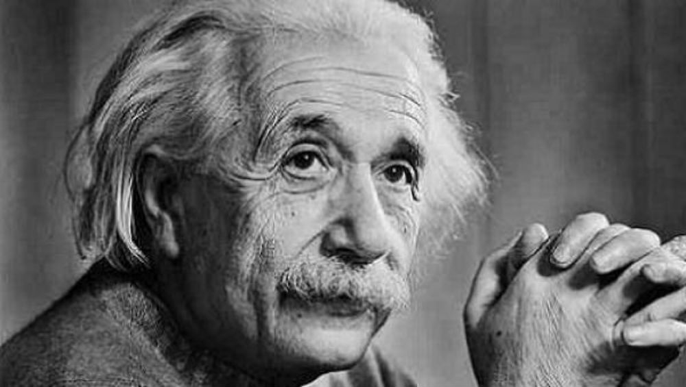 albert-einstein smartest people in room